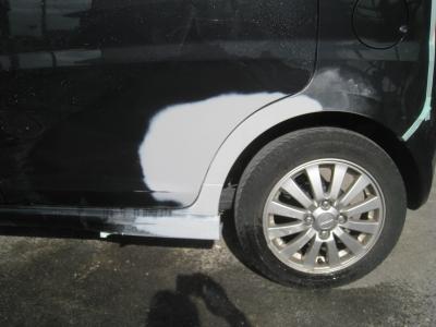 塗装前に足附けしました。