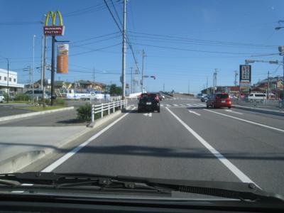 マックの交差点左折します。