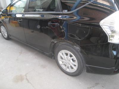トヨタ、プリウスαのキズ、へこみ板金塗装修理 (西尾市からご来店)