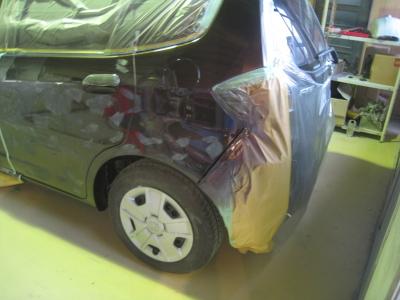 塗装面のブツなどを削りました。