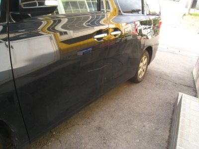 トヨタ、アルファードのキズ、へこみ板金塗装修理 (西尾市からご来店)