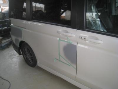 各部の凹みを修理サフェーサーを塗装しました